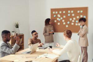Wyposażenie biura: nowoczesne czy tradycyjne?